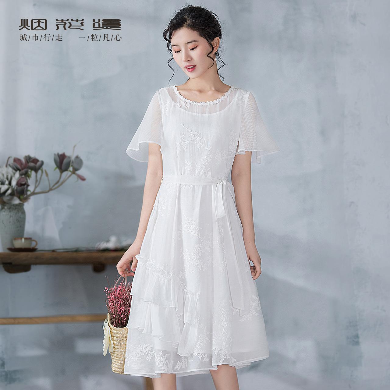 烟花烫CYM圆领花边绣花白色系带大摆连衣裙 焕雨