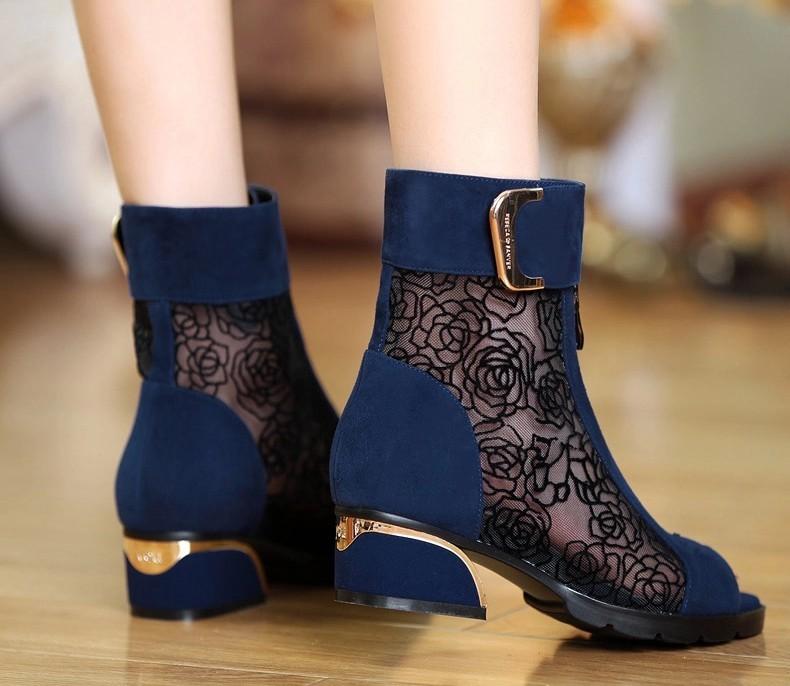 女鞋2019新款春季马丁靴大码中跟鱼嘴靴子网纱粗跟蕾丝罗马女凉鞋