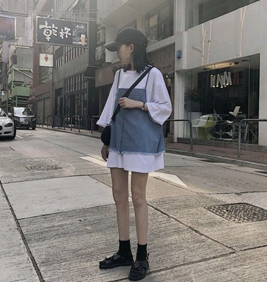 秋季女装2018新款韩版学生百搭时尚中长款白色T恤+牛仔吊带两件套