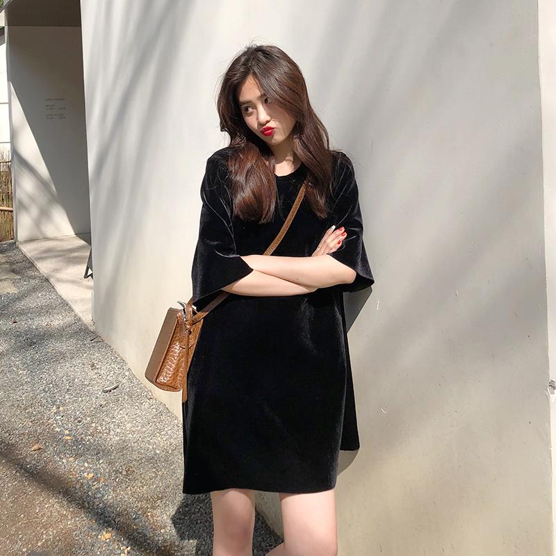 黑丝绒宽松连衣裙