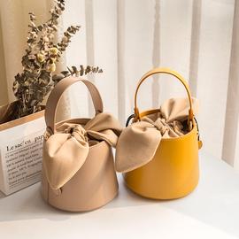 女包2019新款小众设计水桶包网红手提包复古时尚单肩斜挎百搭小包图片