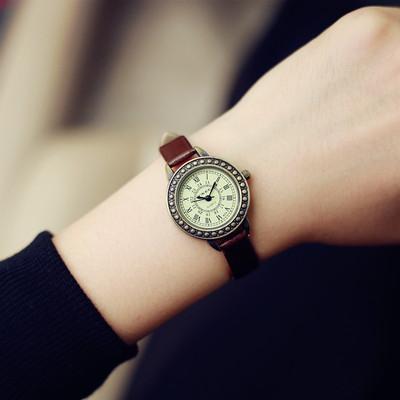 圆形皮带手表
