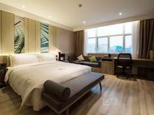 深圳南山亚朵QQ超级会员酒店几木大床房