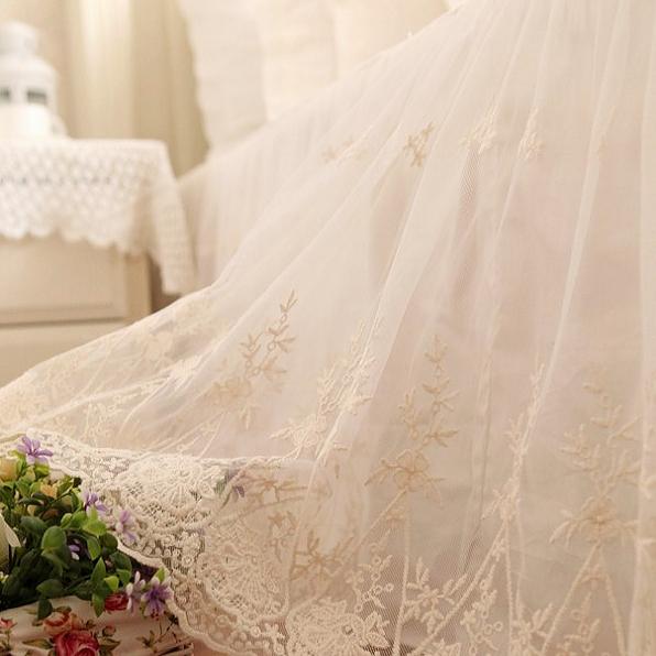 绣花蕾丝床