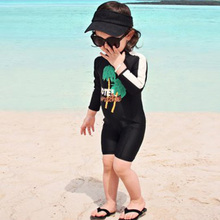 Ling Rui 2018 children's swimsuit conjoined children's long sleeved sunscreen boy swimsuit, plain and cute swimsuit.