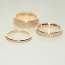 包邮钛钢镀18K玫瑰金磨砂情侣彩金戒指食指戒男女尾戒长保色J056