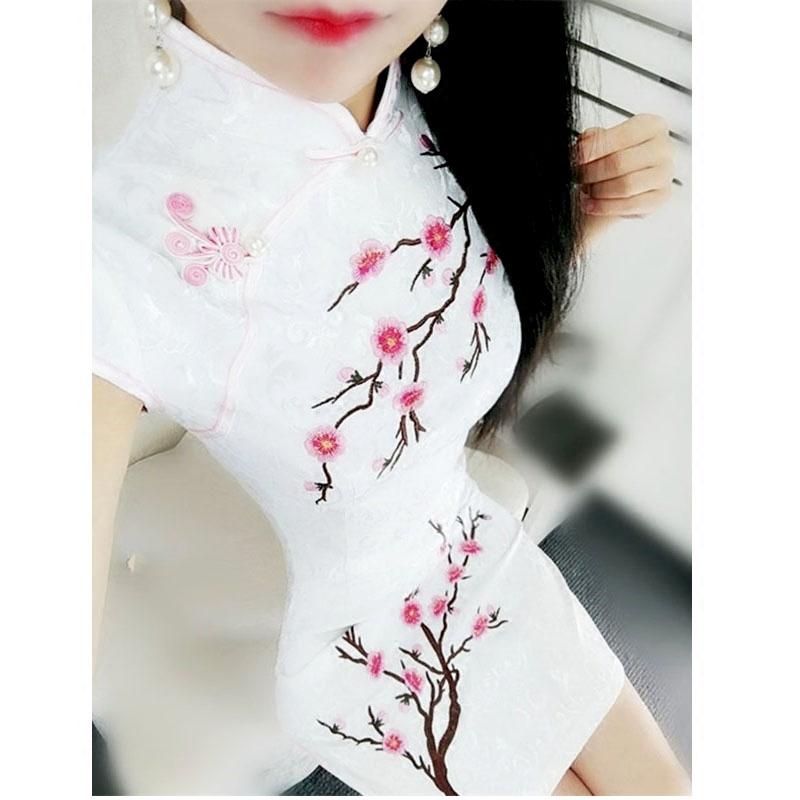 旗袍梅花白