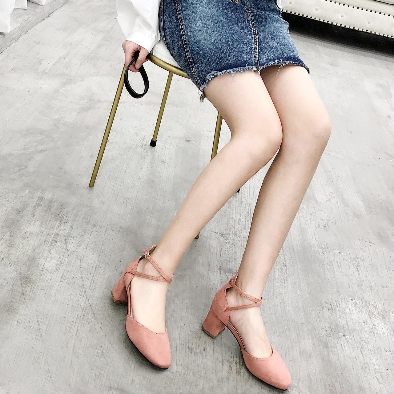 裸色浅口鞋方跟