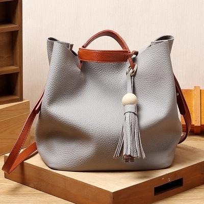新款韓國時尚潮木球流蘇頭層牛皮水桶包包女單肩手提斜挎真皮女包