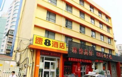 速8酒店(济南泉城广场店)豪华大床房(中央空调)