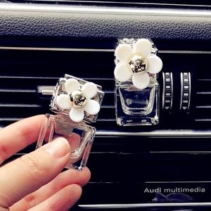 小清新雏菊汽车香水车载用精油空调出风口夹香水瓶香薰车内除异味