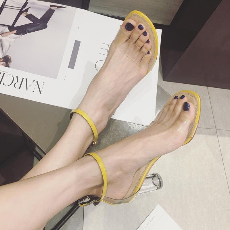 圆粗跟女凉鞋