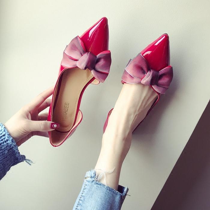 尖头平跟漆皮女单鞋