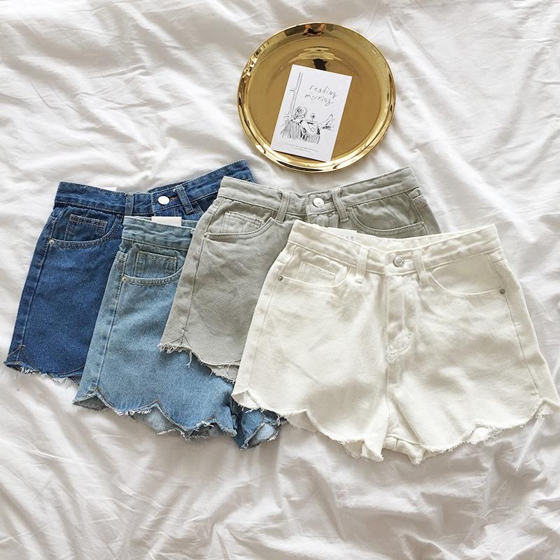甜美浅蓝热裤
