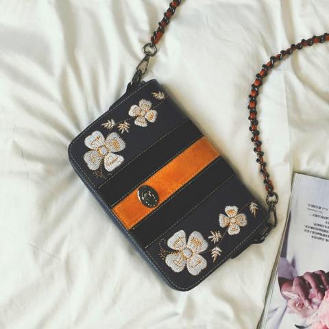 民族风刺绣花朵小方包